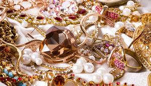 Medium jewelry
