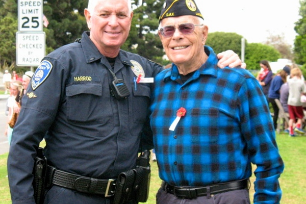 Andy Harrod of the Manhattan Beach Police Department poses with a veteran after the ceremony.