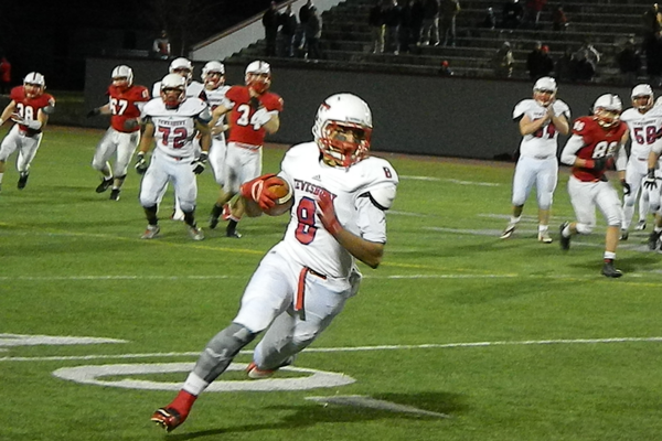 Adam Gajjaoui (8) had five receptions for 68 yards against Melrose