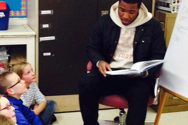 Jahad Thomas (from PA) reads Gertrude McFuzz to Ms. Selissen's class. Ryan Flynn & Olivia Millspaugh look on.