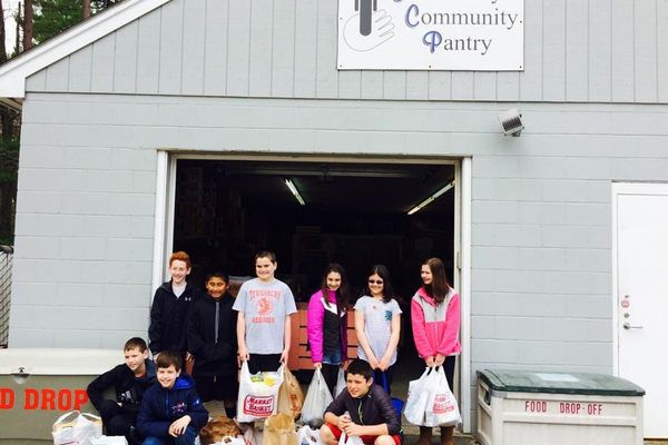 5th & 6th Grade Youth from Tewksbury Congregational Church collected items to bring to the Tewksbury Community Pantry and volunteered to sort after receiving an educational tour.  Pictured Top Row: Travis Cohen, Will McFadyen, Luke McFadyen, Brianna Musgrave, Lindsay Lombardo and Abby Hansbury.  Bottom Row Jason Barnes, Austin Bartnicki and Jack Panilaitis.