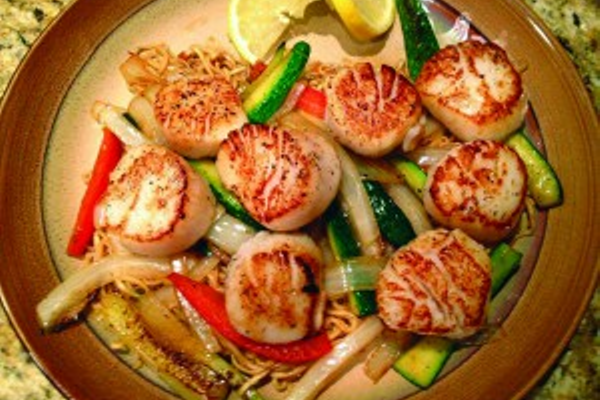 Seared Scallops with Matchstick Vegetables