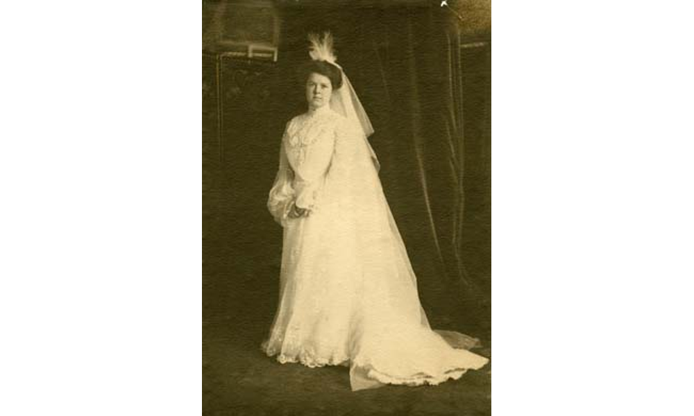 200 Years of Wedding Gowns and Accessories   Woodstock Magazine
