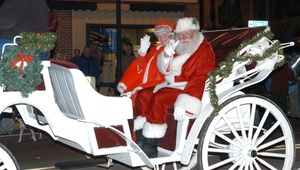 Medium eventphotofull 09 20holiday 20parade santa mrs.claus cropped