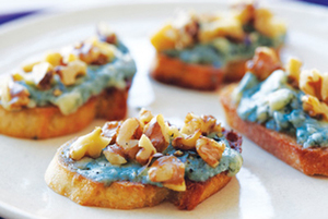Medium bleu cheese toasts