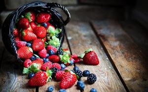 Summers Beautiful Bounty Where to Pick Fresh Berries  - Jul 22 2016 1013AM