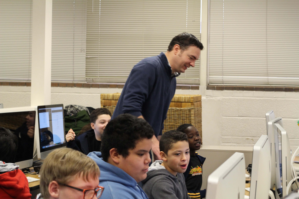 William Pettit teaches a web design lesson. (Allie Nannini/City Journals).