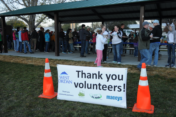 About 500 volunteers gathered for last year's citywide service day. (Reed Scharman)