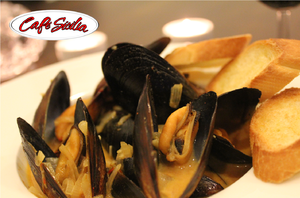 Medium mussels 20with 20saffron 20cream 20sauce
