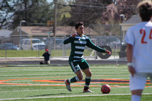 Junior center mid Nery Diaz controls the ball near midfield. (Travis Barton/City Journals)