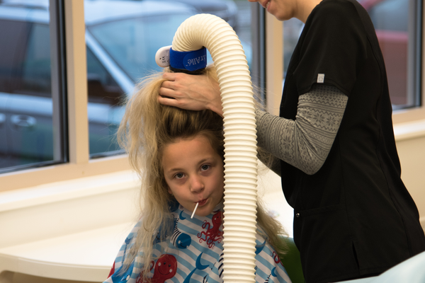Rosemary getting an AirAllée` treatment from Jaden at Lice Clinics of America. (Gleb Lapham)