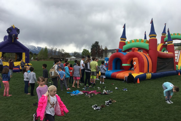 Kids line up for the bounce house before the walkathon. (Kelly Cannon/City Journals)