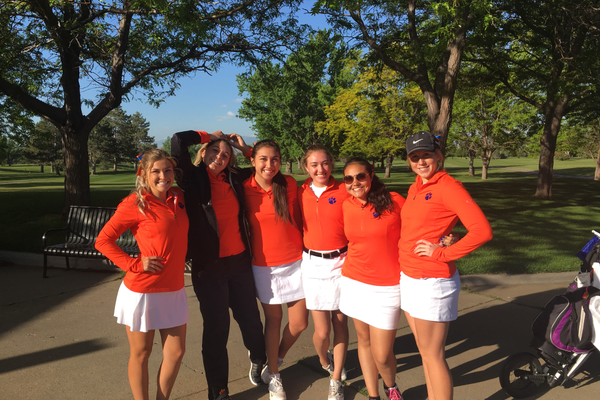 Brighton girls varsity golf team gathers for a photo. (Clark Garso/ Brighton High School)