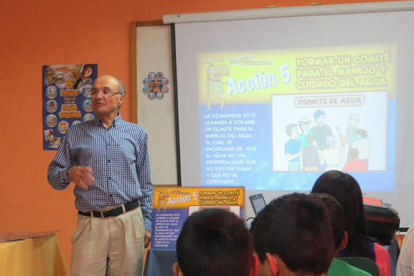 Fernando Andrade is an Ecuadorian Rotarian educating children in sanitary education. (Jerry Summerhays/Resident)