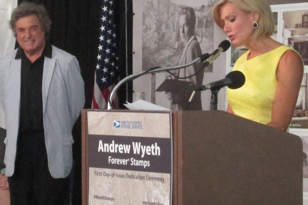 Cecily Tynan introduces Jamie Wyeth at the podium.