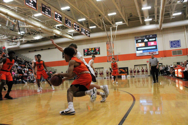 Osseo v. Maple Grove boys basketball Friday, Jan. 19, 2018 (photo by Doug Erlien / Maple Grove Voice)