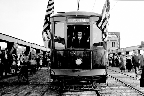 Ole Opens the first cable car in Seattle.