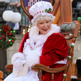 Mrs claus disneyland christmas fantasy parade 620x413