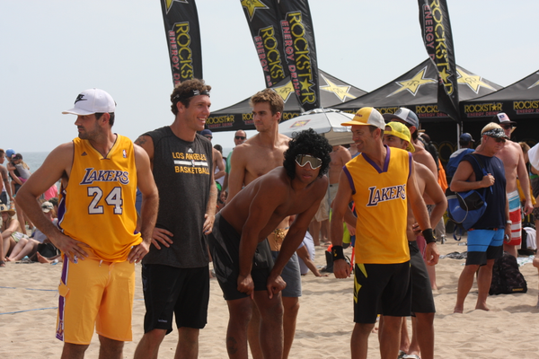 Matt Leinart, Luke Walton and Richard Jefferson with teammates.